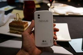 الصور الاولى من جهاز LG نيكسوس 4 باللون الابيض