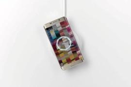 سامسونج تستعرض ميزة في هواتفها لا يوفرها الأيفون (فيديو)