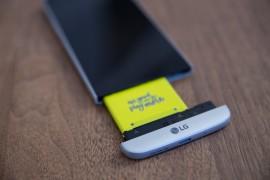 هاتف LG G5 المعدني ليس معدنيًا بالكامل