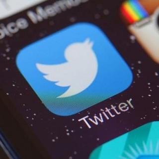 تويتر يطلق ميزة Emoji reactions داخل الرسائل