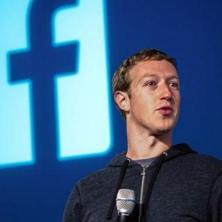 بشريط لاصق .. هكذا يحمي مؤسس فيس بوك نفسه من القرصنة