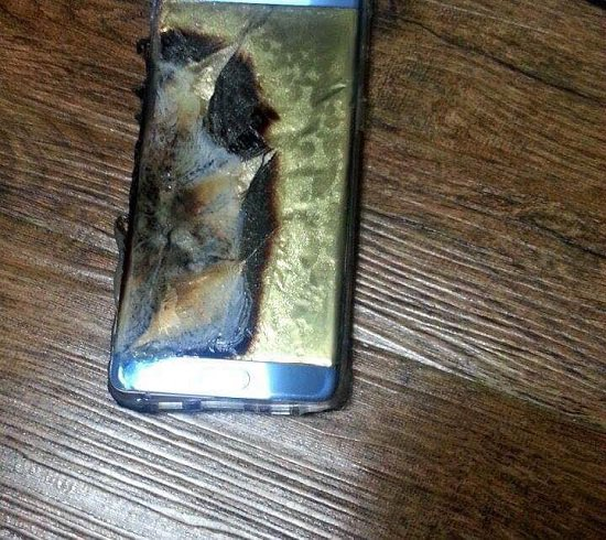 154727-Galaxy-Note-7-explodes-(2)