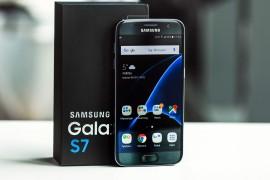 """هاتف جلاكسي S7 يحصل على لقب """"هاتف العام"""""""