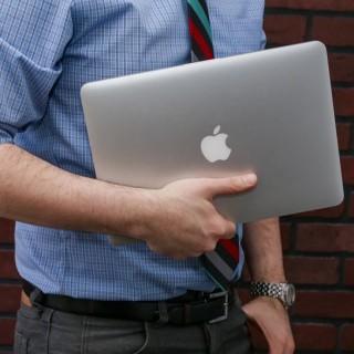 """أبل تطلق نسخة جديدة من """"MacBook Pro"""" أخر شهر أكتوبر"""