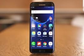 """هاتف جلاكسي S7 إيدج يتفوق على """"بيكسل"""" ويفوز بجائزة أفضل هاتف لـ 2016"""