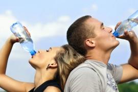 لا تنسى أن تشرب .. تطبيقات تُذكرك بشرب الماء لحمايتك من حرارة الصيف