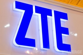 "ZTE"" "" الصينية تطلق أول هاتف ذكي بشاشتين"