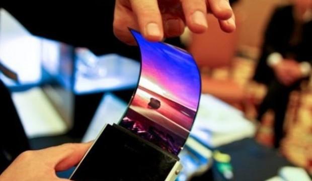 سامسونج تطلق أول هاتف بشاشة قابلة للطى العام المقبل