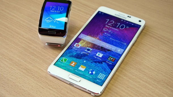 Samsung Gear S and Samsung Galaxy Note 4 UHD